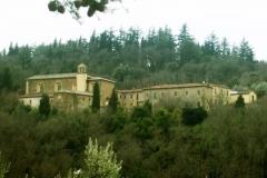 Монастырь Сарджьяно окруженный Лесом